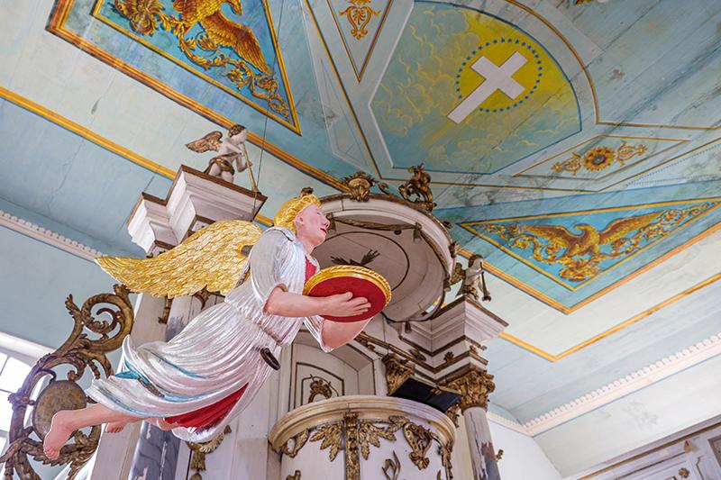 Der Taufengel in der Dorfkirche von Altwustrow